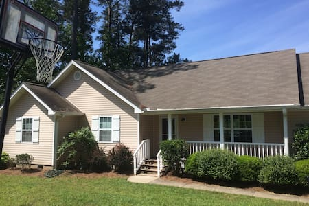 Lake Sinclair Lakefront Home - Milledgeville - Talo