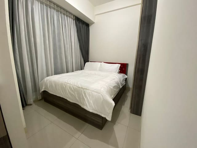 Bedroom with King Size Bed & Spacious Wardrobe