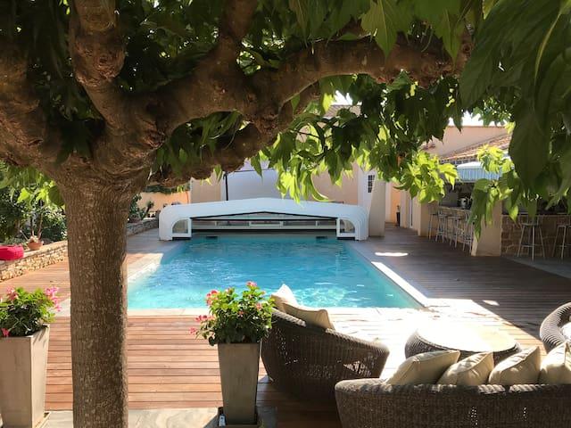 Maison lumineuse avec piscine chauffée