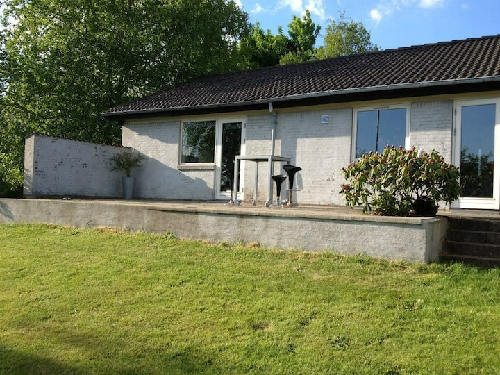 Cosy house outside of Herning- quiet, new kitchen