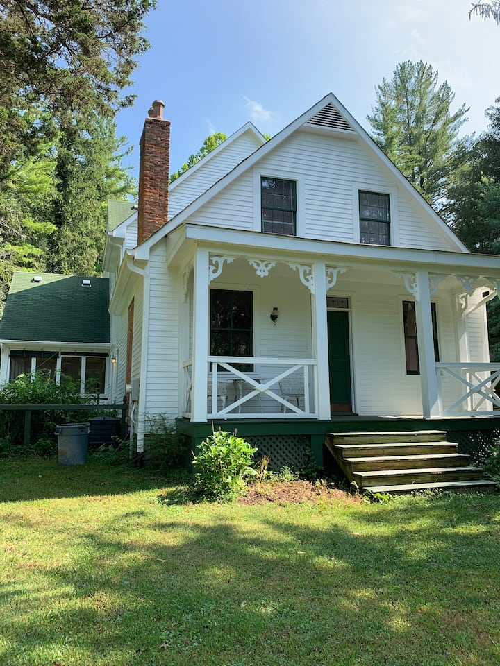 Charming 4BR Farmhouse