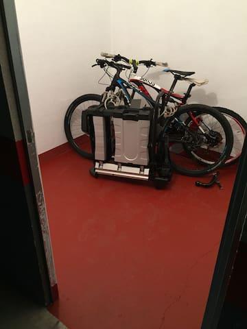 Habitación para guardar bicicletas.