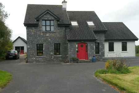 Comfortable Double Room. - Galway - Bed & Breakfast