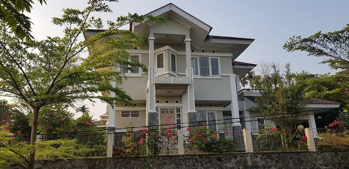 Cozy Family Villa@Rainbow Golf(Bukit Pelangi)Bogor