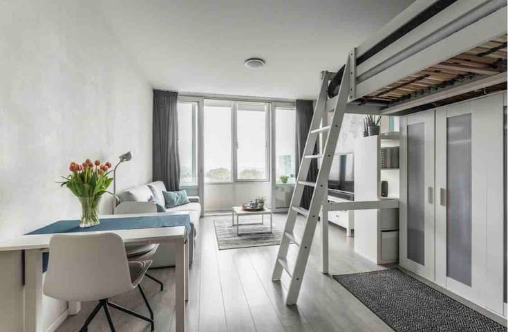 Perfect located studio for an Amsterdam getaway!