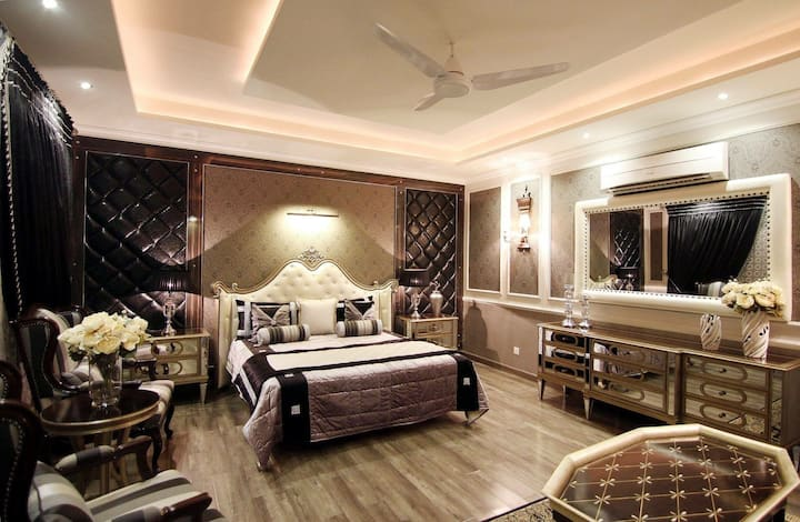 Lavish Room in central location.