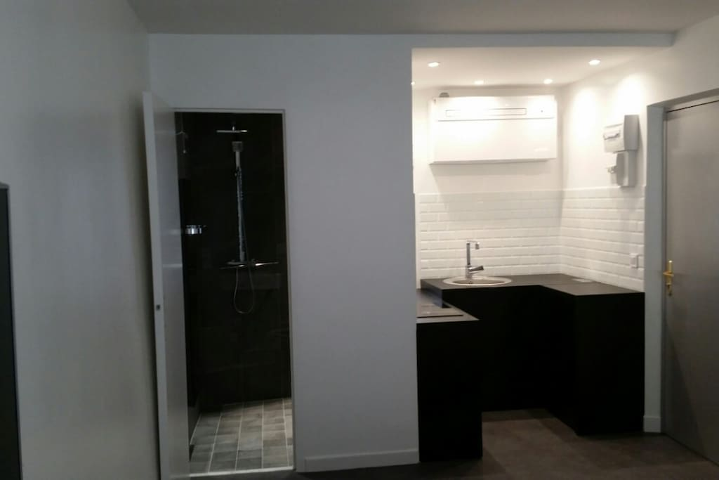 studio design 2 pers neuf 20 m appartements louer paris le de france france. Black Bedroom Furniture Sets. Home Design Ideas