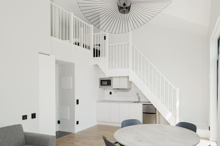 Modern and bright Loft with free Parking