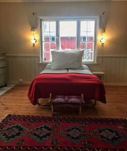 Stort og lyst rom i vakker villa