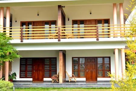 Nanjaraja Palace - Kushalnagar - Dom