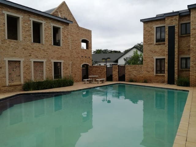 Room to rent in Luxury Apartment Potchefstroom