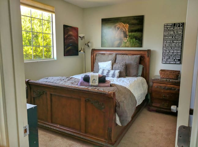 "Private ""Lion Queen"" bedroom with Views! - Vista - Maison"