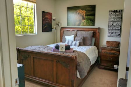 """Private """"Lion Queen"""" bedroom with Views! - 维斯塔(Vista) - 独立屋"""