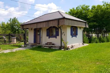 Popa's Tiny Country House, Căsuța din povești