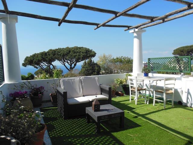 bella casa anacaprese con terrazza panoramica