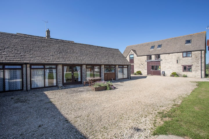 Stable Cottage nr Cotswold Water Park/Cirencester