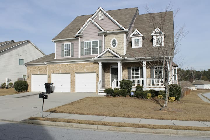 Large home 20 minutes south of Atlanta - Union City - Dom
