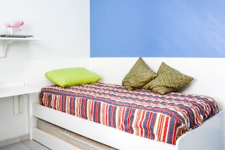 confortable place for 2, own bathroom, subway,