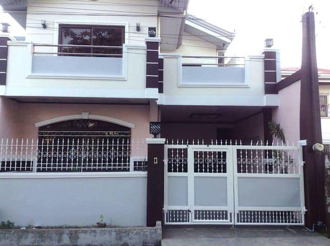 Spacious new house - center of town - Ternate - Talo