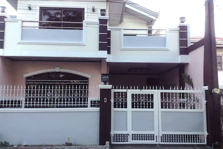 Spacious new house - center of town - Ternate - House