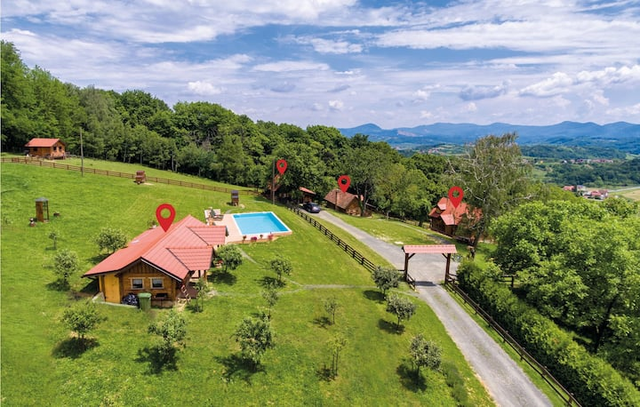 Amazing home in Novi Marof with WiFi, 4 Bedrooms and Outdoor swimming pool