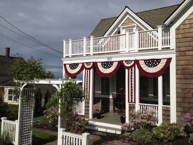 Captain's Quarters at the Historic Stark House - Coupeville - Hus