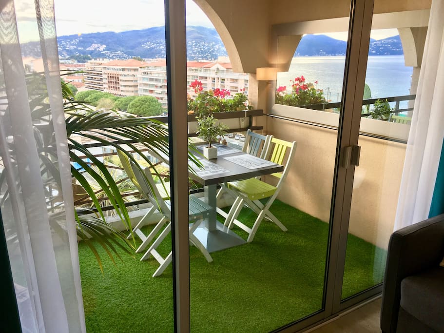 vue mer plage a 50 m 3 piscines parking clim appartements louer cannes provence alpes. Black Bedroom Furniture Sets. Home Design Ideas