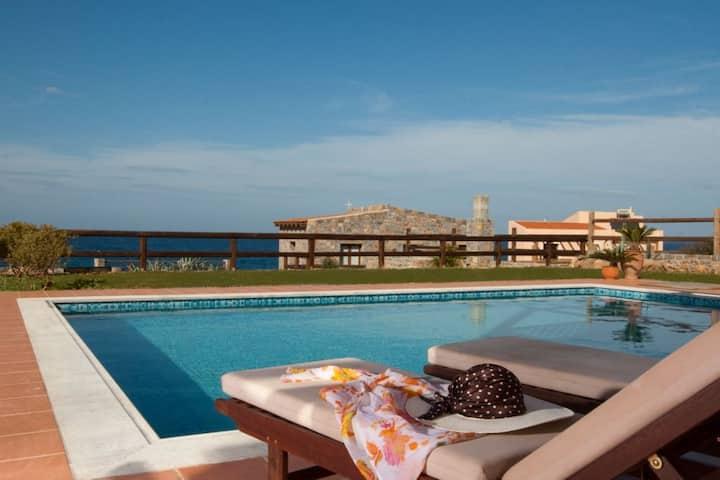 Relaxing 3 BD Villa,Seaview with private Pool (E)