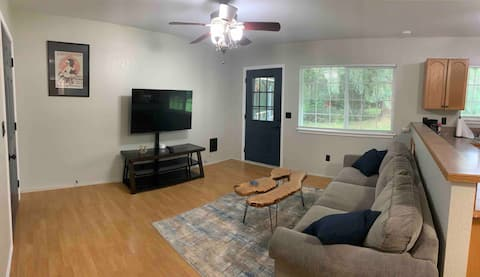 Peaceful 1-bedroom guest house w/ private garage.