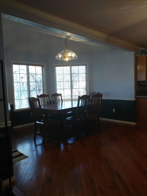 Dinning room. Great for gatherings and family meals.