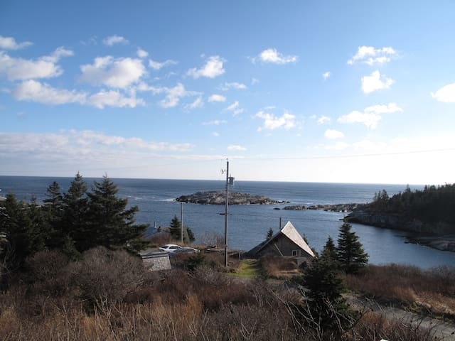 Peaceful Seaview Retreat - 4 BR House