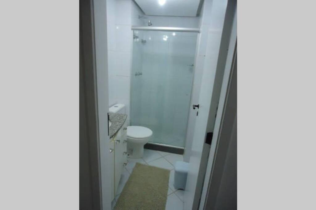 Banheiro particular para o quarto