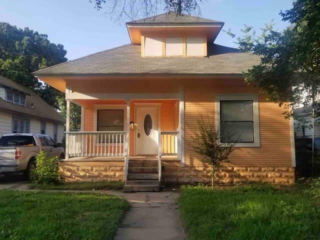 Nice little Peach Home