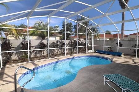 2 Bed 2 Bath with Pool Courtyard villa