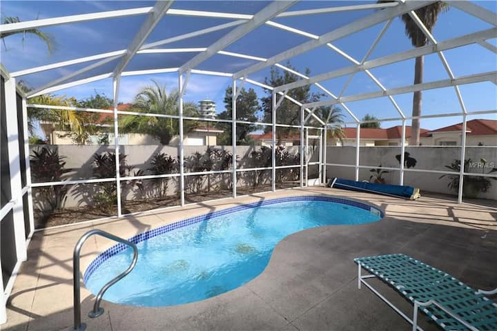 2 Bed 2 Bath with Pool Courtyard villa