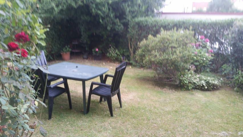Petit logement dans résidence tranquille - Othis - Apartment