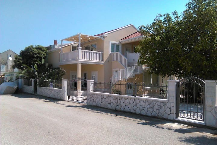 One bedroom apartment with terrace and sea view Sreser, Pelješac (A-11854-b) - Sreser - Apartmen