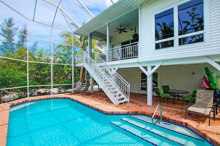 SECRET HARBOR - PERFECT MONTHLY RENTAL TO WORK FROM HOME, ENJOY THE BEACH AND TO ENJOY EVERYTHING SANIBEL OFFERS!