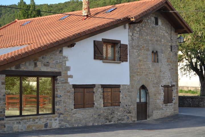 Casa Maestro,  tu casa rural en el pirineo navarro