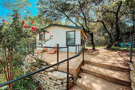 Cozy Cottage Near Lake Travis