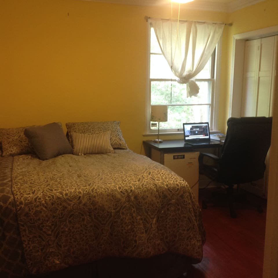 Just a few short blocks to campus, your room comes with an extremely comfy Queen Serta mattress, ceiling fan, desk, office chair and spacious closet. Perfect for visiting scholars, residency rotations and students.