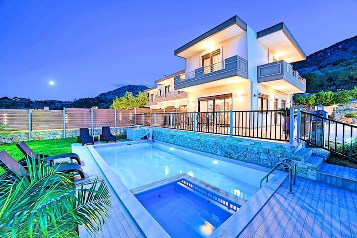 Sunlight Villa with Private Swimming Pool