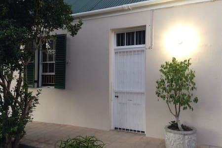 Quaint cottage in town centre - Oudtshoorn