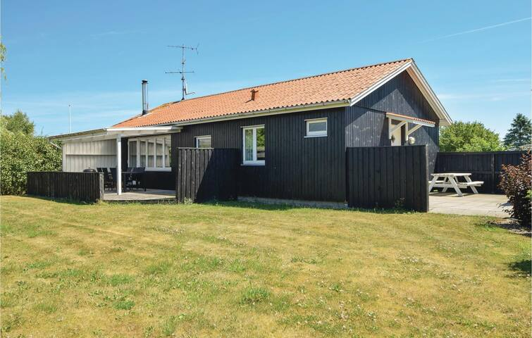 Holiday cottage with 2 bedrooms on 85m² in Juelsminde
