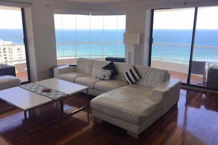 30th Floor Ocean View Apartment - Surfers Paradise