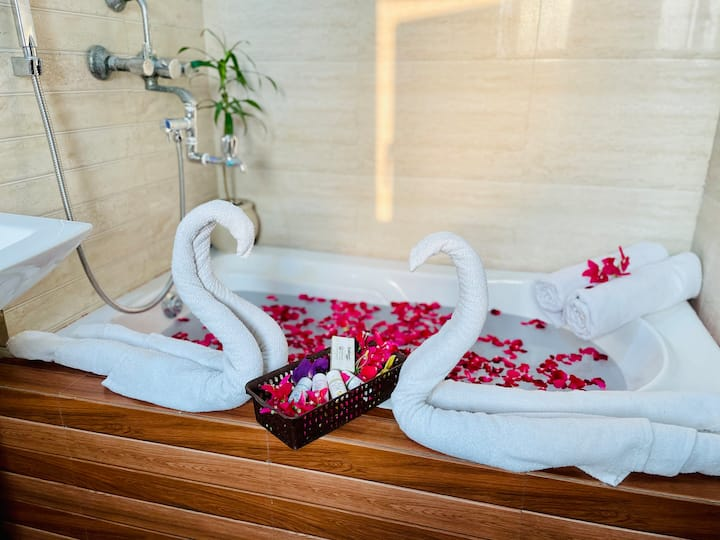 Jashan e Khas★★★★★ 2Bedroom,HotTub, Breakfast,View