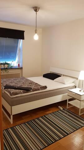 500 meter from Malmö Centrastation, Comfy bedroom.