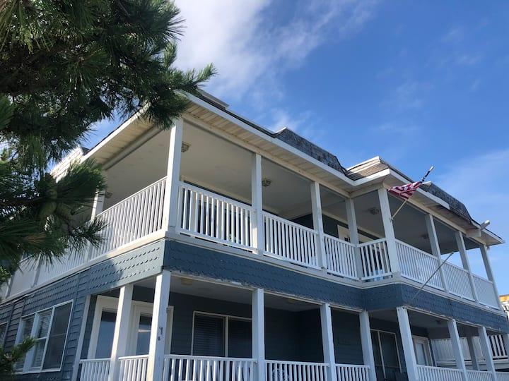 Great 3 bedroom condo, steps to Boardwalk