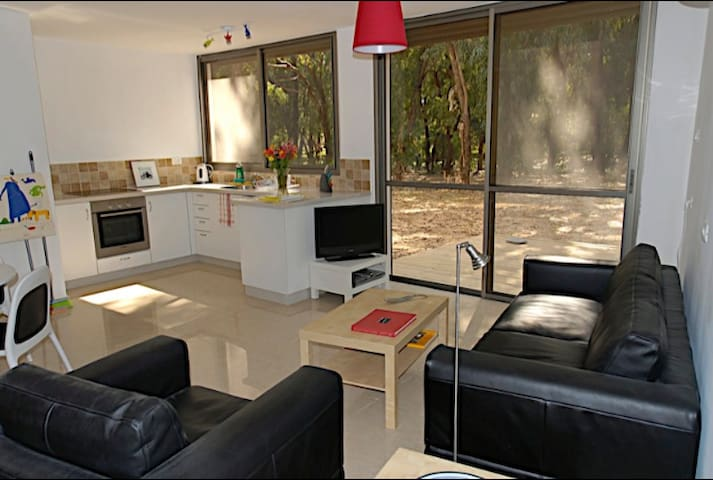 Garden Apartment minutes from beach - Caesarea - Flat