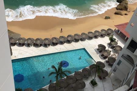 Departamento Torres Gemelas en playa, albercas